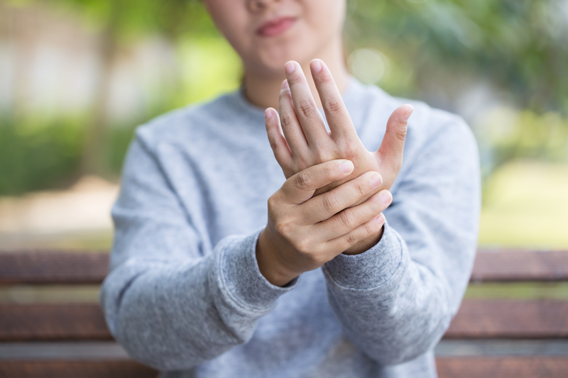 Woman that has neuropathy in her hands